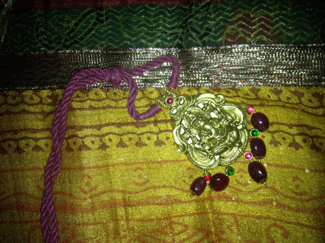 antique-gold-with-rubies-and-pearls-craftsbazaar-made-7